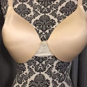 Maidenform cream and lace underwire bra NWOT